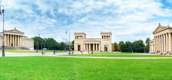 Totale des Königsplatzes im Sommer