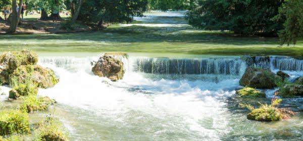 Der Wasserfall im Englischen Garten