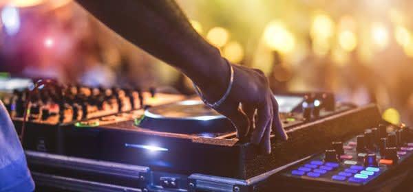 DJ Pult, Partybild,