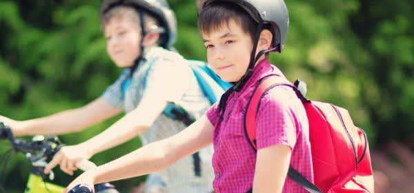 Kinder auf Fahrrad