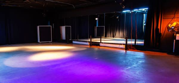 Leere Tanzfläche wegen Tanzverbot