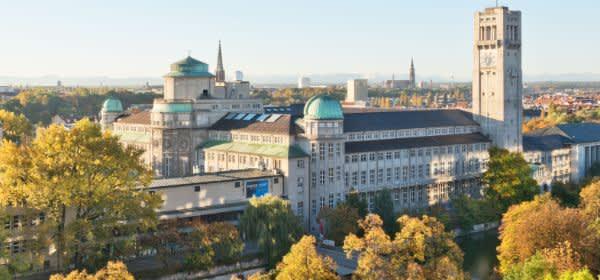 Das Deutsche Museum - Ansicht von Nordwesten im Herbst