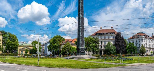 Karolinenplatz mit Obelisk