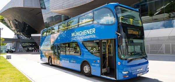 Bus von Gray Line vor der BMW Welt
