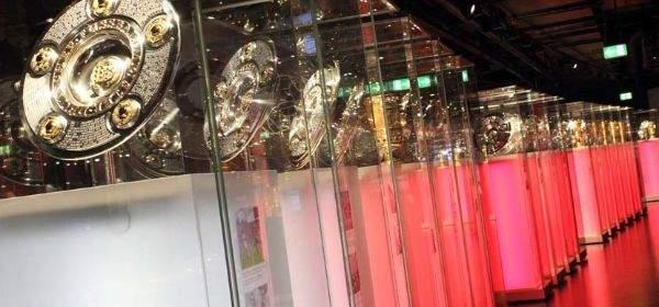 Siegerschalen in der Erlebniswelt des FC Bayern