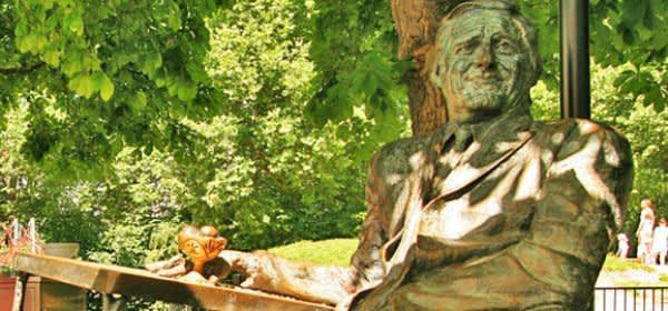 Statue Monaco Franze an der Münchner Freiheit