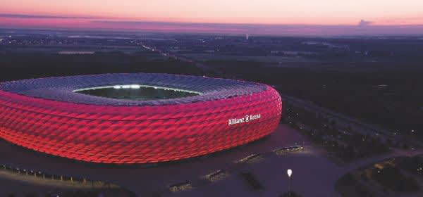 Allianz Arena in der Dämmerung