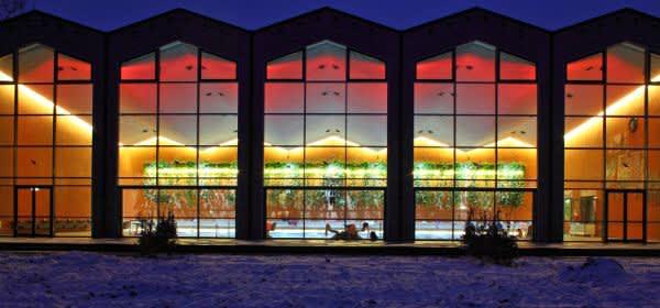 Das leuchtende Südbad von Außen