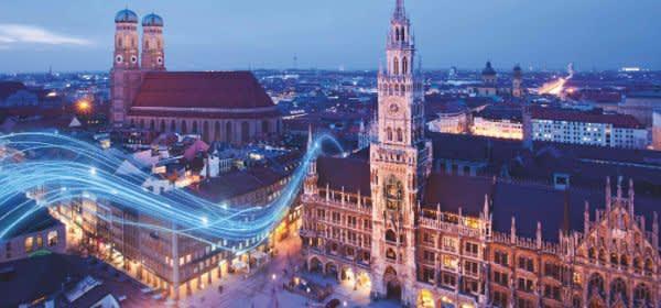 Nächtliches München mit Rathaus und Frauenkirche