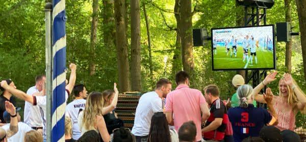 Public Viewing im Seehaus im Englischen Garten
