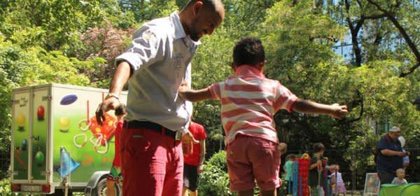 Spielen beim Fest zum Weltkindertag