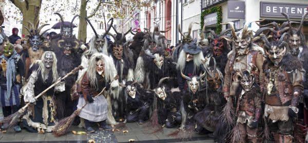 Schaurig schöne Masken waren beim Krampuslauf in München zu bewundern.