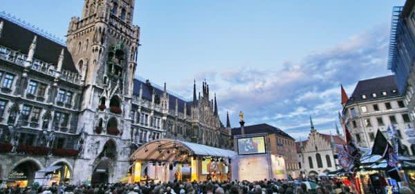 Nachtschwärmer-Bühne von City Partner am Marienplatz