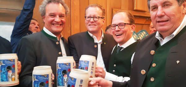 Anstich auf dem Frühlingsfest 2019 mit Bürgermeister Manuel Pretzl (Mitte)