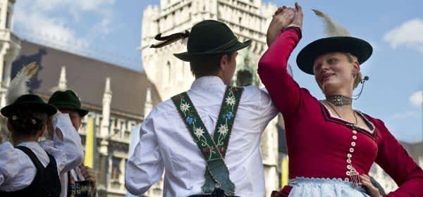 Paar in Tracht beim Stadtgründungsfest