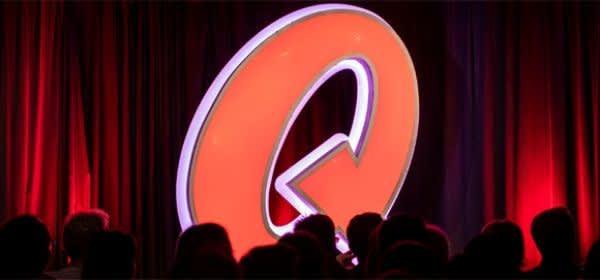 Vorhang auf der Bühne im Quatsch Comedy Club