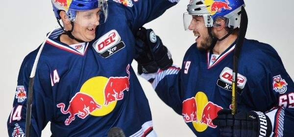 EHC Red Bull München bejubelt Tor
