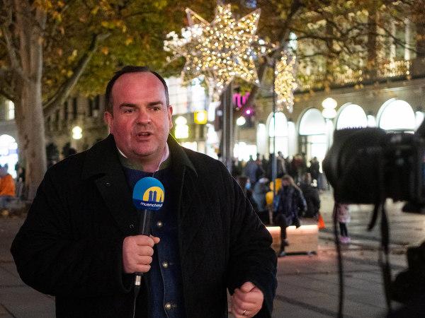 Clemens Baumgärtner, Referent für Arbeit und Wirtschaft, in der Fußgängerzone
