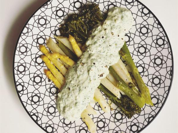Spargel und Wildbrokkoli mit Grüner Sauce