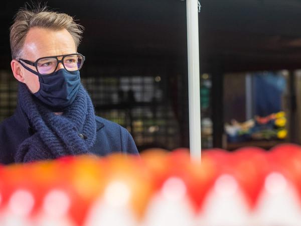 Holger Stromberg beim Einkauf auf dem Viktualienmarkt