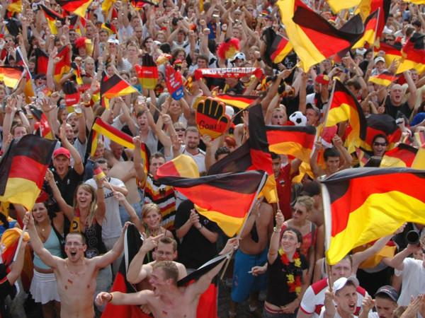 Jubelnde Fans der deutschen Nationalmannschaft