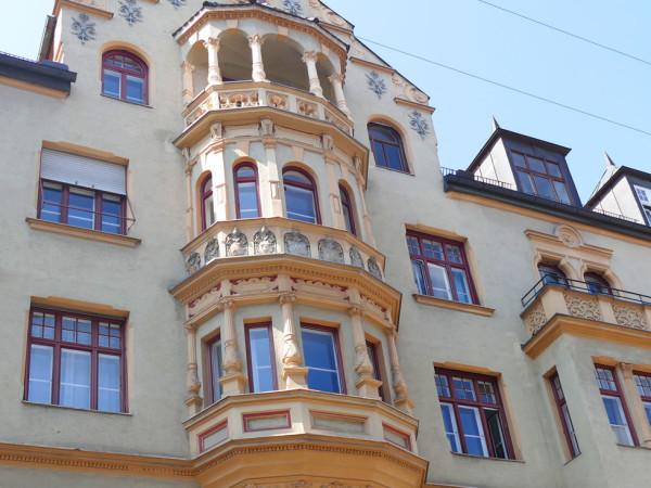 Fassade in der Liebherrstraße im Lehel