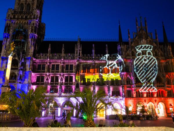Das Münchner Rathaus im UEFA-EURO-2020-Look
