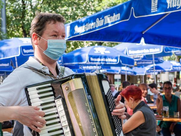 Sommer in der Stadt: Biergarten am Orleansplatz