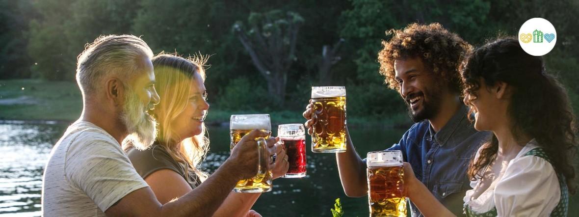 Menschen im Biergarten