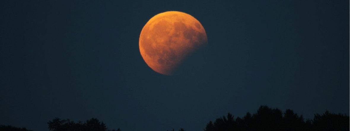 Archivbild vom 7.8.2017 - ähnlich wird der Mond bei der partiellen Finsternis am 16. 7.2019 aussehen.