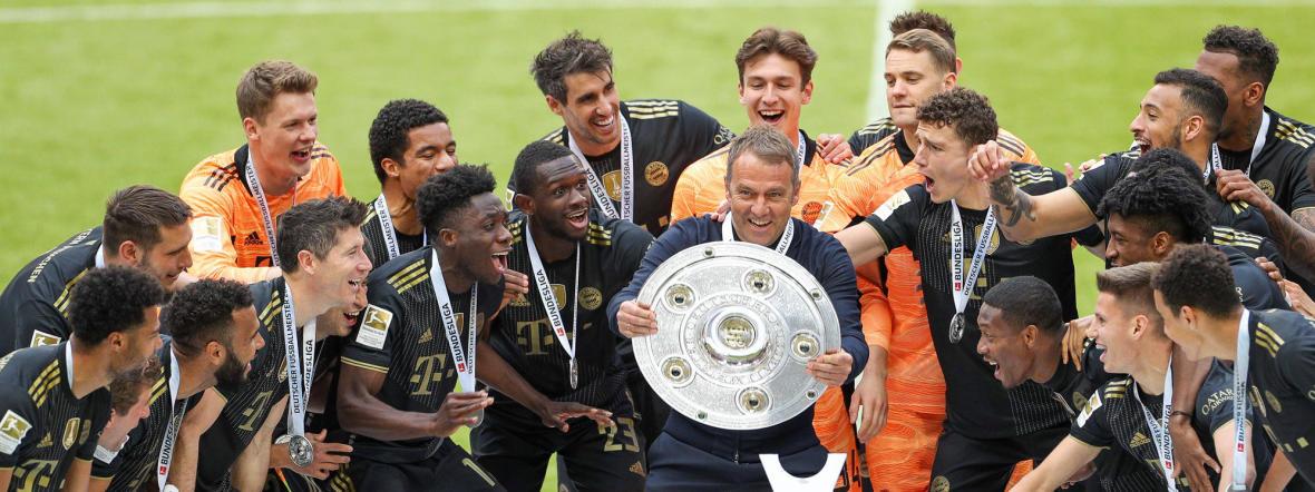 Meisterfeier des FC Bayern in den neuen Auswärtstrikots