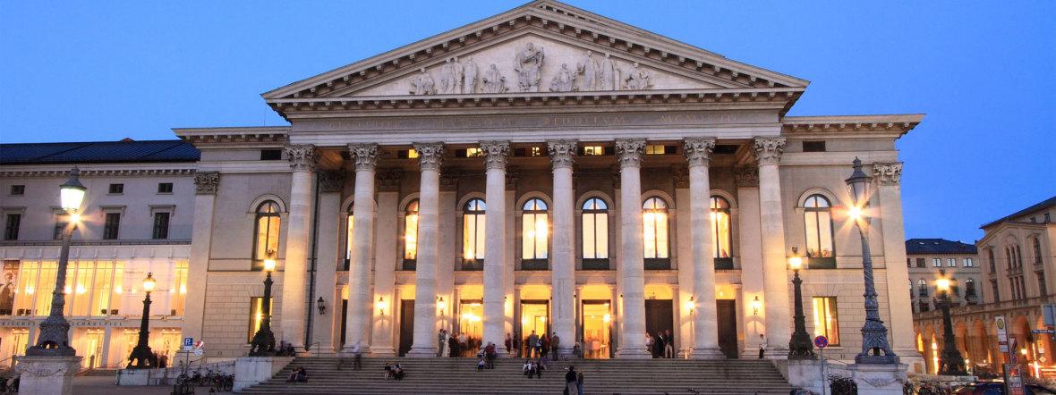 Bayerische Staatsoper bei Nacht