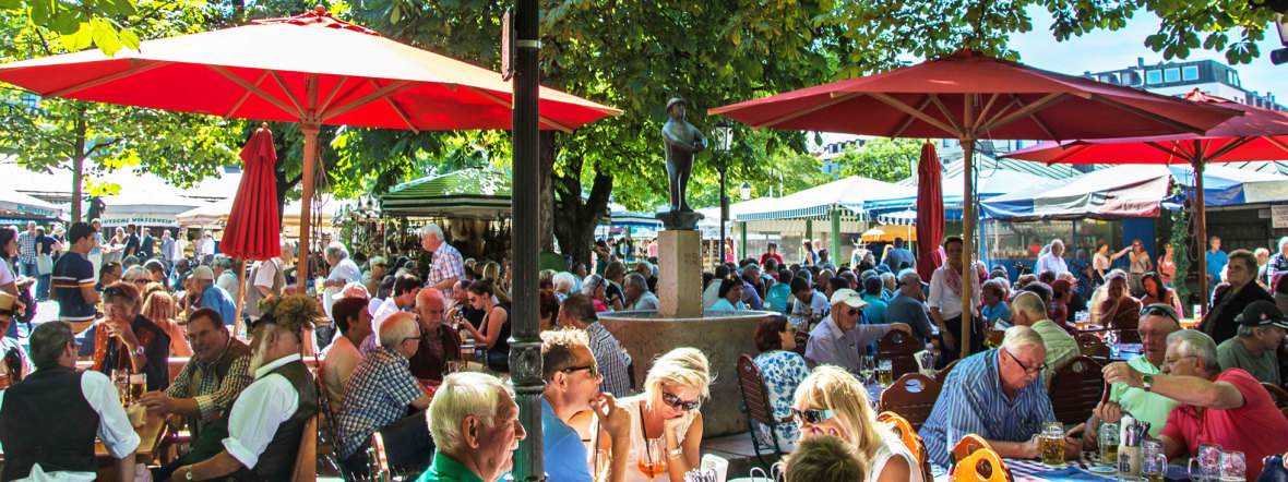 Der Biergarten am Viktualienmarkt im Sommer