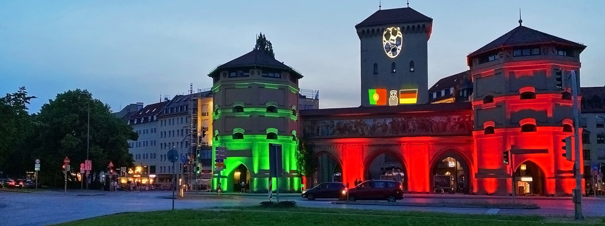 Das illuminierte Isartor zur UEFA EURO 2020