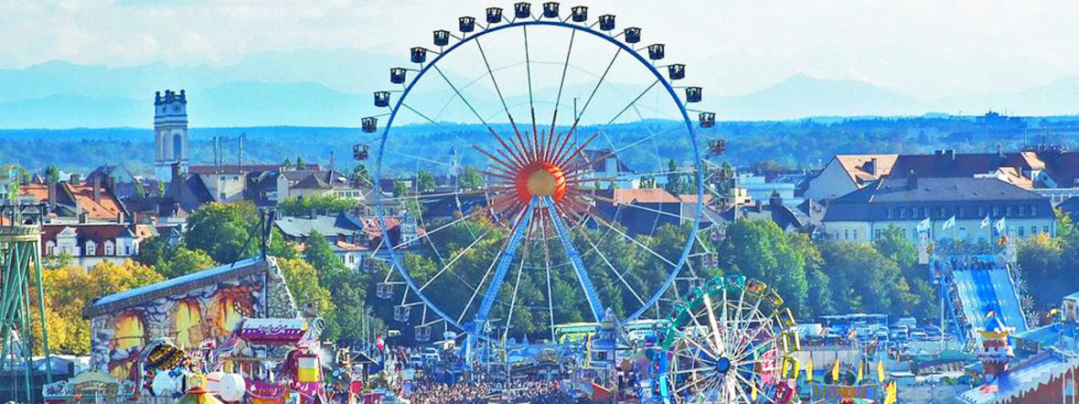 Wiesn-Panorama bei Tag.