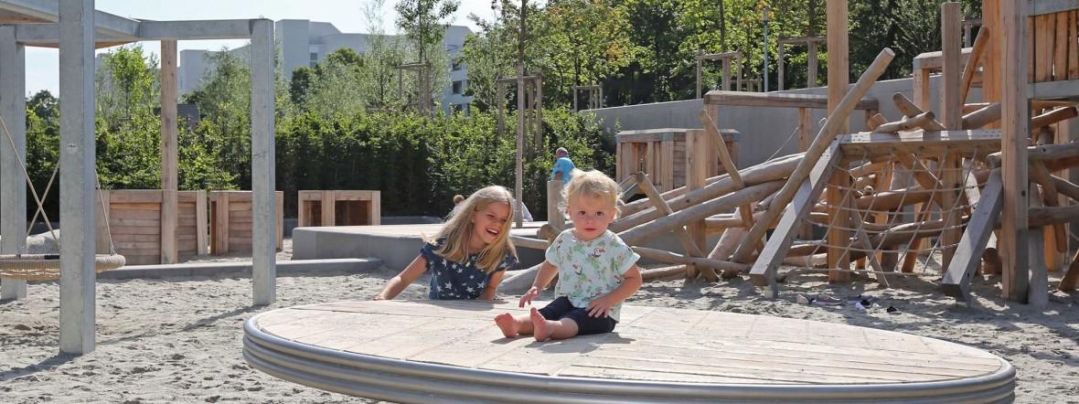 Kinder spielen auf Spielplatz im Heckenstaller Park , Foto: Michael Nagy/Presseamt München