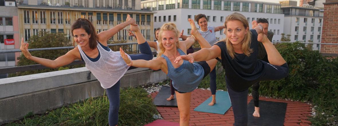Yoga auf dem Dach des Kommunalreferats, Foto: muenchen.de/ Daniel Vauel