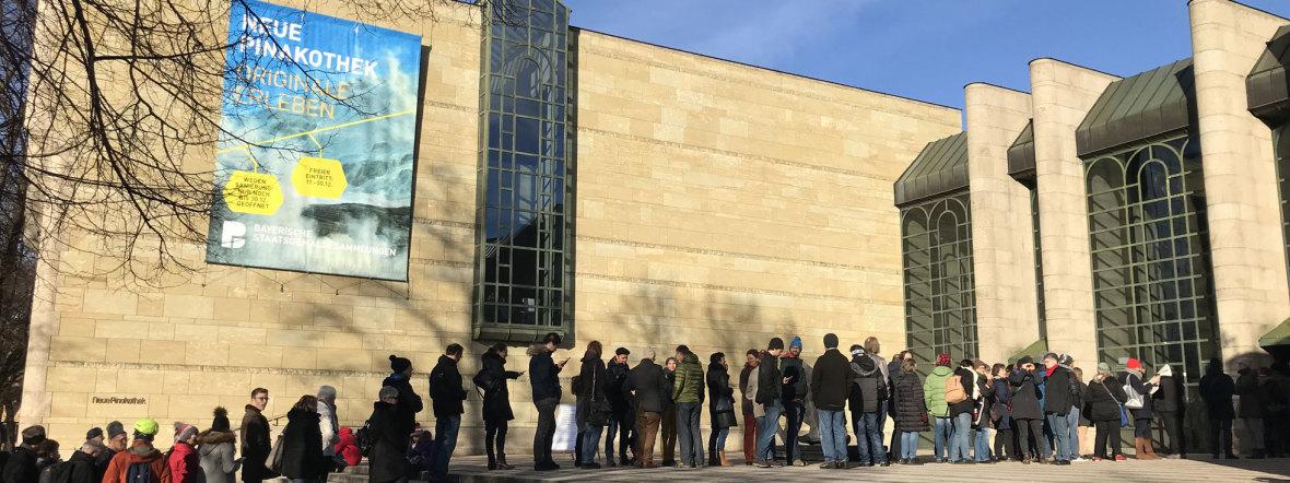 Warteschlang vor der Neuen Pinakothek, Foto: muenchen.de/Nicoletta Wagenstetter