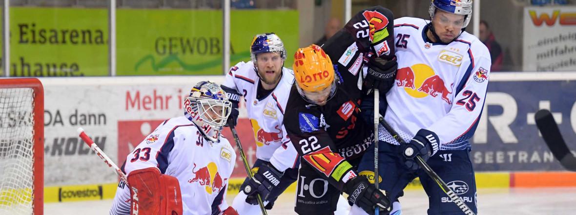 Spielszene im Spiel des EHC gegen Bremerhaven., Foto: Red Bull / Gepa Pictures