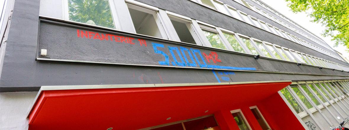 """Eingang der Zwischennutzung """"The Hub Schwabing"""", Foto: Infanterie14"""
