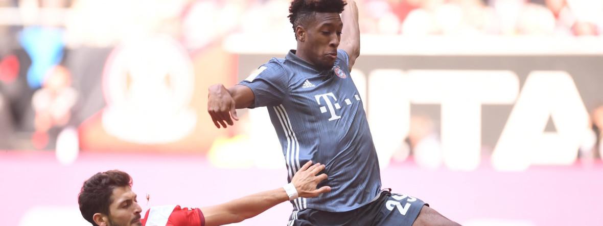 Kingsley Coman (r) von München in Aktion gegen Matthias Zimmermann von Düsseldorf. , Foto: picture alliance/Marius Becker/dpa