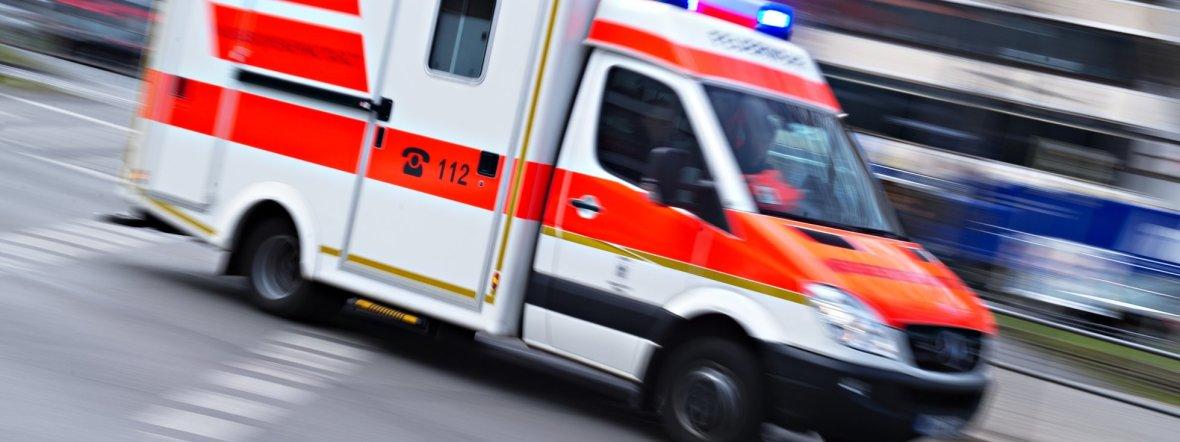 Rettungswagen im Einsatz, Foto: dpa/Nicolas Armer/Archiv