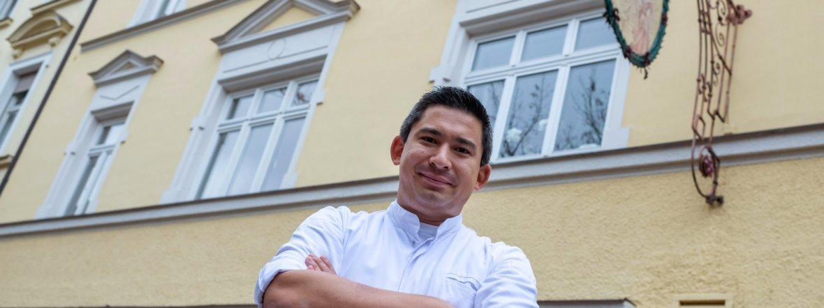 """Tohru Nakamura ist """"Koch des Jahres"""" bei Gault&Millau, Foto: Peter Kneffel/dpa"""