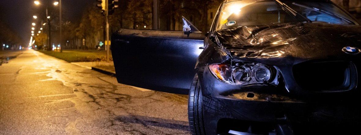 Ein beschädigter PKW nach dem Unfall auf der Fürstenrieder Straße., Foto: Sven Hoppe/dpa