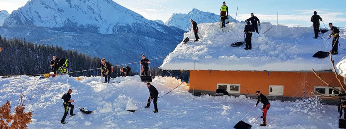 Feuerwehr beim Schnee-Einsatz im Berchtesgadener Land, Foto: Berufsfeuerwehr München