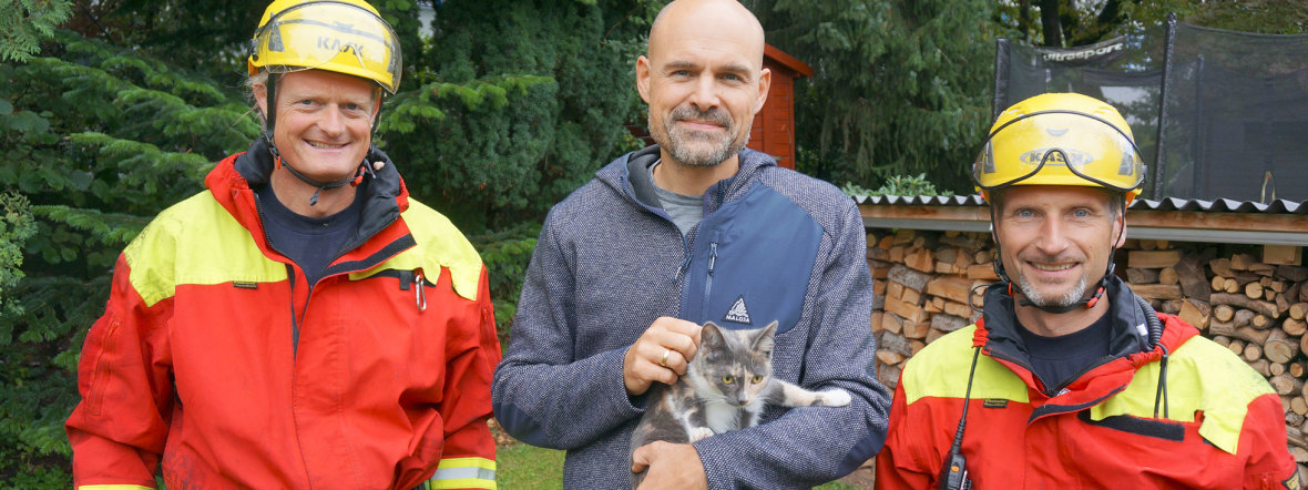 """Katze """"Coco"""" nach 20 Stunden von Baum gerettet , Foto: Berufsfeuerwehr München"""