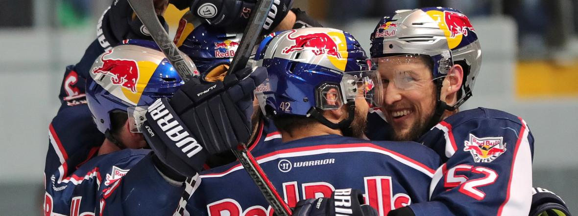 Jubel beim EHC im entscheidenden Match gegen Augsburg., Foto: Red Bull / Gepa Pictures