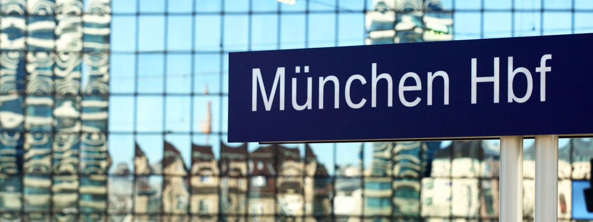Schild am Münchner Hauptbahnhof, Foto: Deutsche Bahn AG / Uwe Miethe