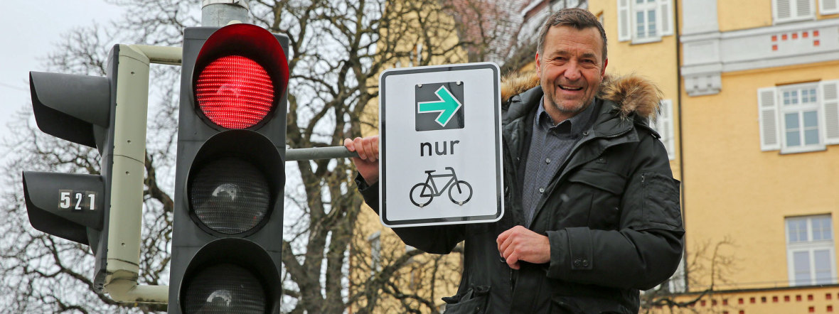Kreisverwaltungsreferent Dr. Thomas Böhle mit dem ersten Grünen Pfeil, Foto: Michael Nagy, LHM