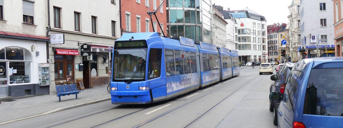 Tram 16 fährt durch die Müllerstraße, Foto: muenchen.de/Mark Read